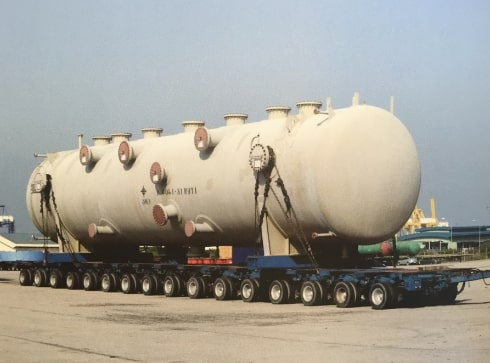 Heavy load being transported on self-propelled modular transporter